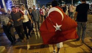 Zwolennicy prezydenta Erdogana odpowiedzieli na jego apel, by wyjść na ulice