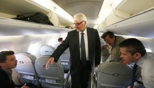 Szef MSZ Witold Waszczykowski na pokładzie samolotu