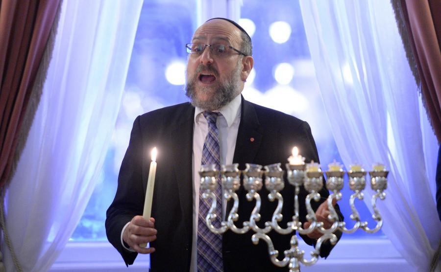 Naczelny rabin Polski Michael Schudrich, podczas uroczystości zapalenia światełka chanukowego 9 grudnia 2015 roku w Pałacu Prezydenckim w Warszawie