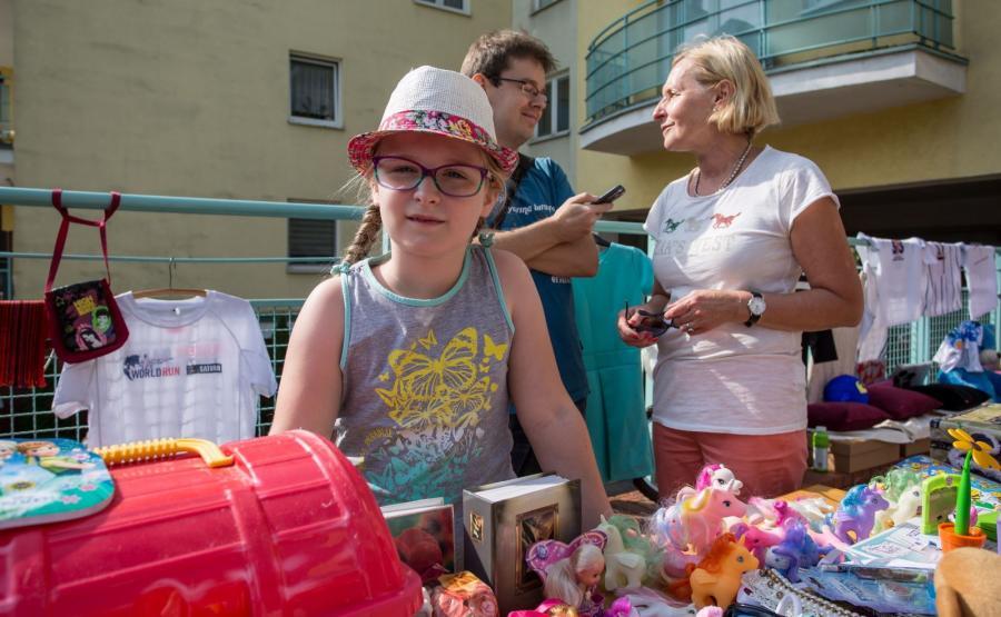 Poznań. Ośmioletnia Asia zorganizowała kiermasz, by pomóc chorej mamie