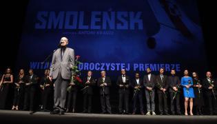 """Antoni Krauze oraz twórcy filmu """"Smoleńsk"""" w czasie uroczystej premiery"""