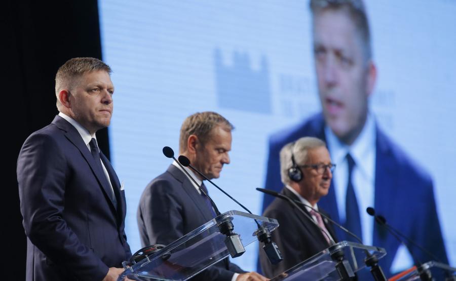 Premier Słowacji Robert Fico, szef Rady Europejskiej Donald Tusk i przewodniczący Komisji Europejskiej Jean-Claude Juncker