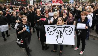 Protest kobiet przed Sejmem