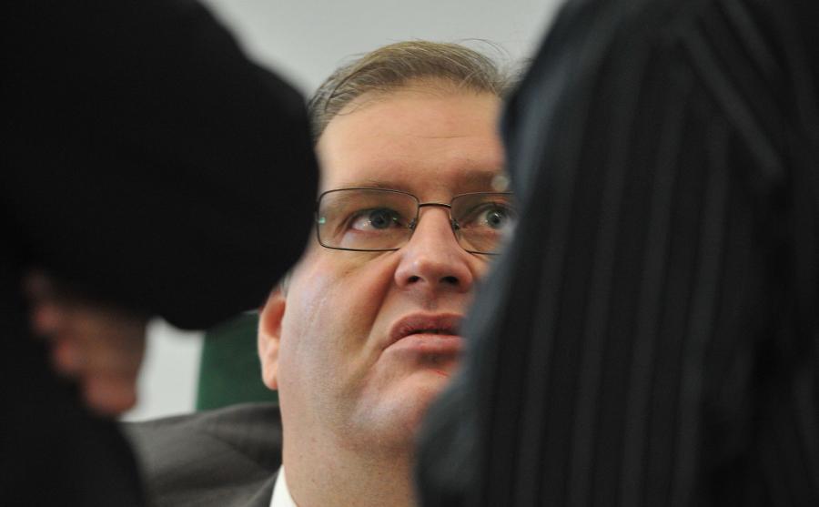 Bogdan Święczkowski rozmawia w Sejmie