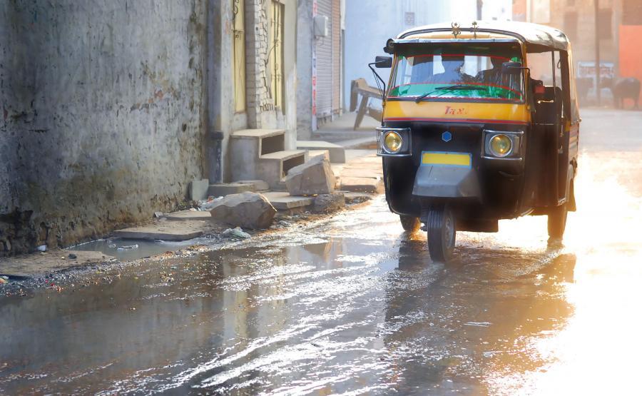 Monsun w Indiach przynosi powódź