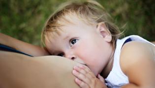 Dziecko przy piersi