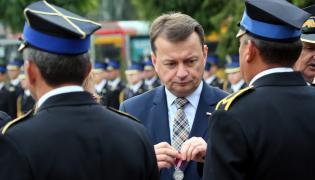 Szef MSWiA Mariusz Błaszczak (w środku)