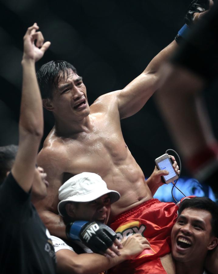 """Krew, pot i łzy, czyli """"ONE Championship MMA in Singapore"""""""