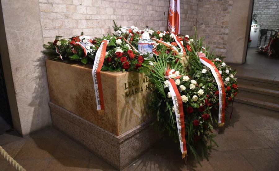 Sarkofag Lecha i Marii Kaczyńskich w krypcie pod Wieżą Srebrnych Dzwonów na Wawelu