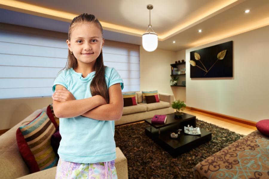 Dziewczynka sama w domu