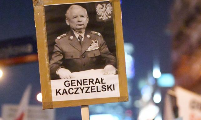 30 tys. zwolenników KOD na ulicach Warszawy. \