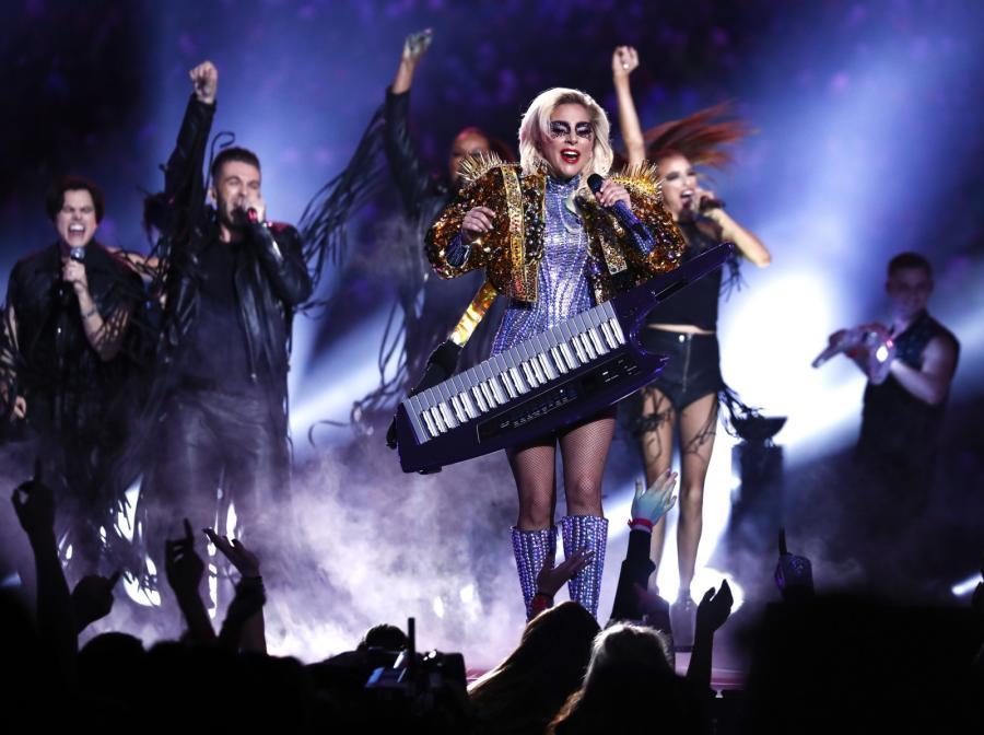 Lady Gaga podczas występu na Superbowl