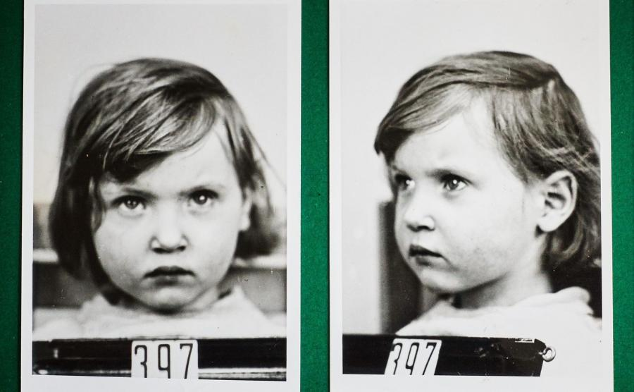 """Basia Gajzler - zdjęcie wykonane w ramach badań rasowych w ośrodku Lebensborn / archiwum rodzinne Barbary Paciorkiewicz / zdjęcie z książki """"Brunatna kołysanka. Historie uprowadzonych dzieci"""""""
