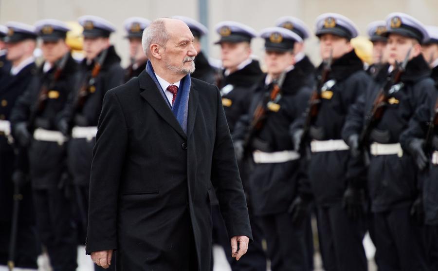 Antoni Macierewicz podczas uroczystości nadania imienia prezydenta Lecha Kaczyńskiego Bibliotece Głównej Akademii Marynarki Wojennej w Gdyni